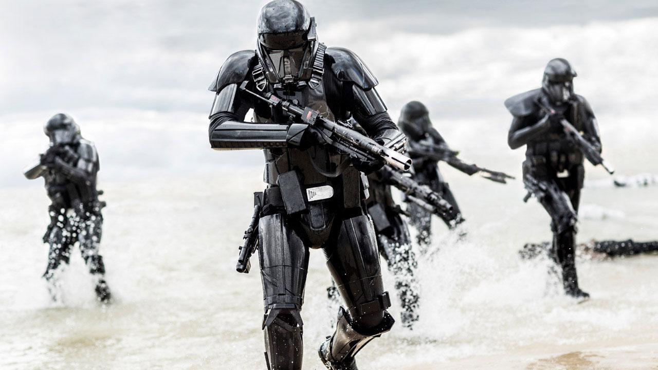 "Deathtrooper in einer Szene aus ""Rogue One: A Star Wars Story"""