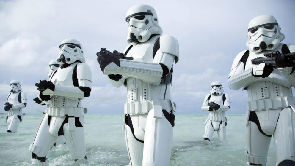 """Stormtrooper in einer Szene aus """"Rogue One: A Star Wars Story"""""""