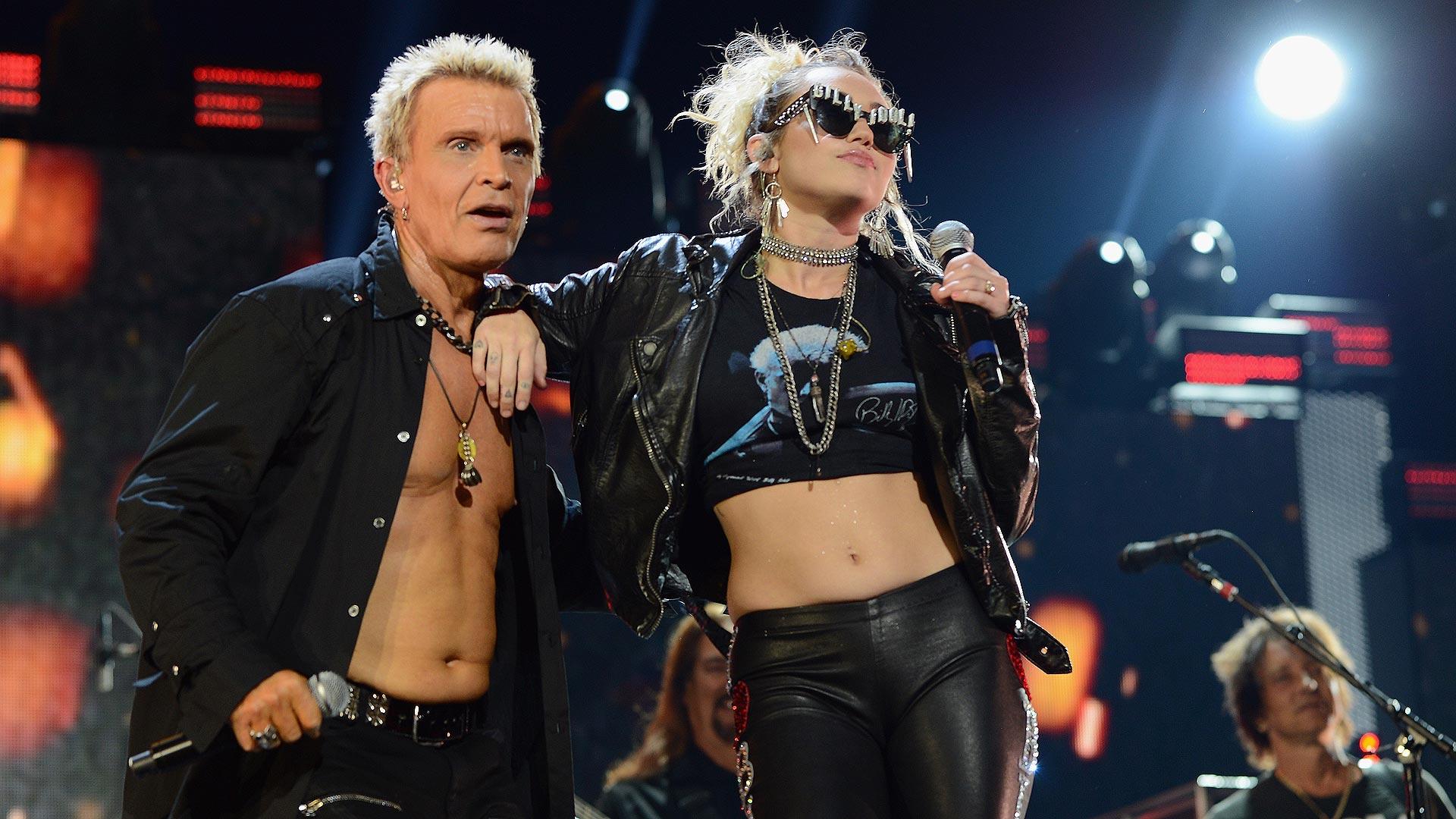 Billy Idol und Miley Cyrus standen gemeinsam auf der Bühne.