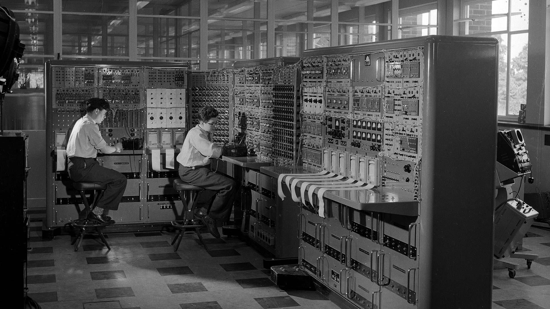 Der Computer DEUCE aus dem Jahr 1958.