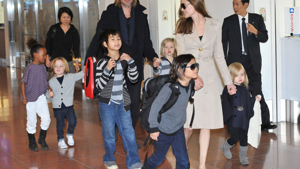 TOKYO, JAPAN - NOVEMBER 08:  Brad Pitt, Angelina Jolie and their six children Maddox, Pax, Zahara, Shiloh, Knox, and Vivienne