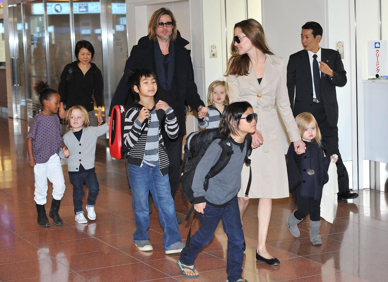 TOKYO, JAPAN - NOVEMBER 08:  Brad Pitt, Angelina Jolie and their six children Maddox, Pax, Zahara, Shiloh, Knox, and Vivienne