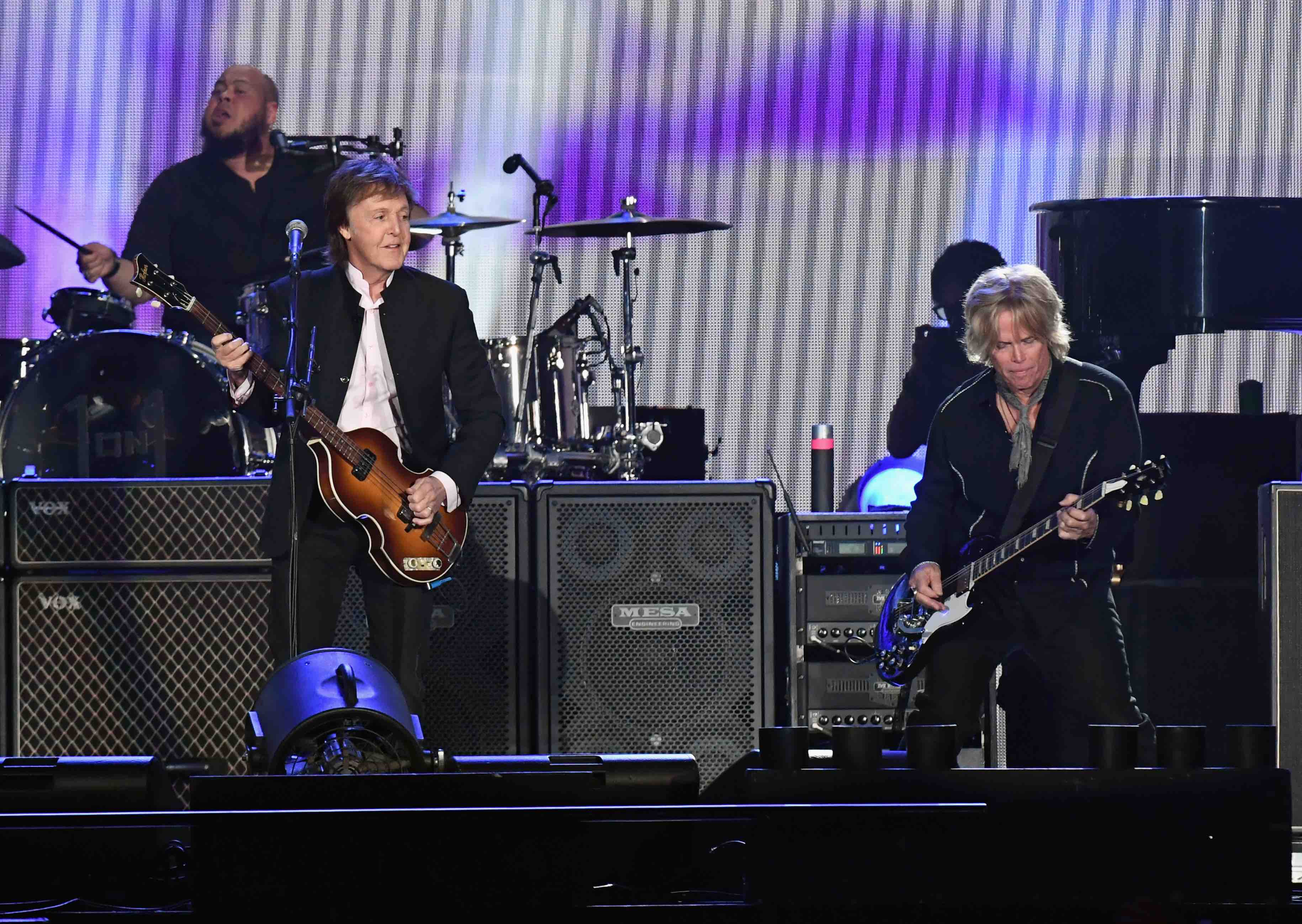 INDIO, CA - OCTOBER 08:  (L-R) Sir Paul McCartney and Brian Ray perform onstage during Desert Trip at the Empire Polo Field o