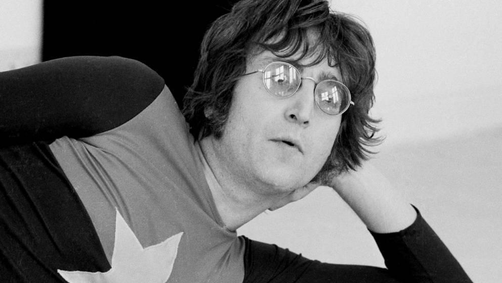 John Lennon in einer seiner Lieblingsposen
