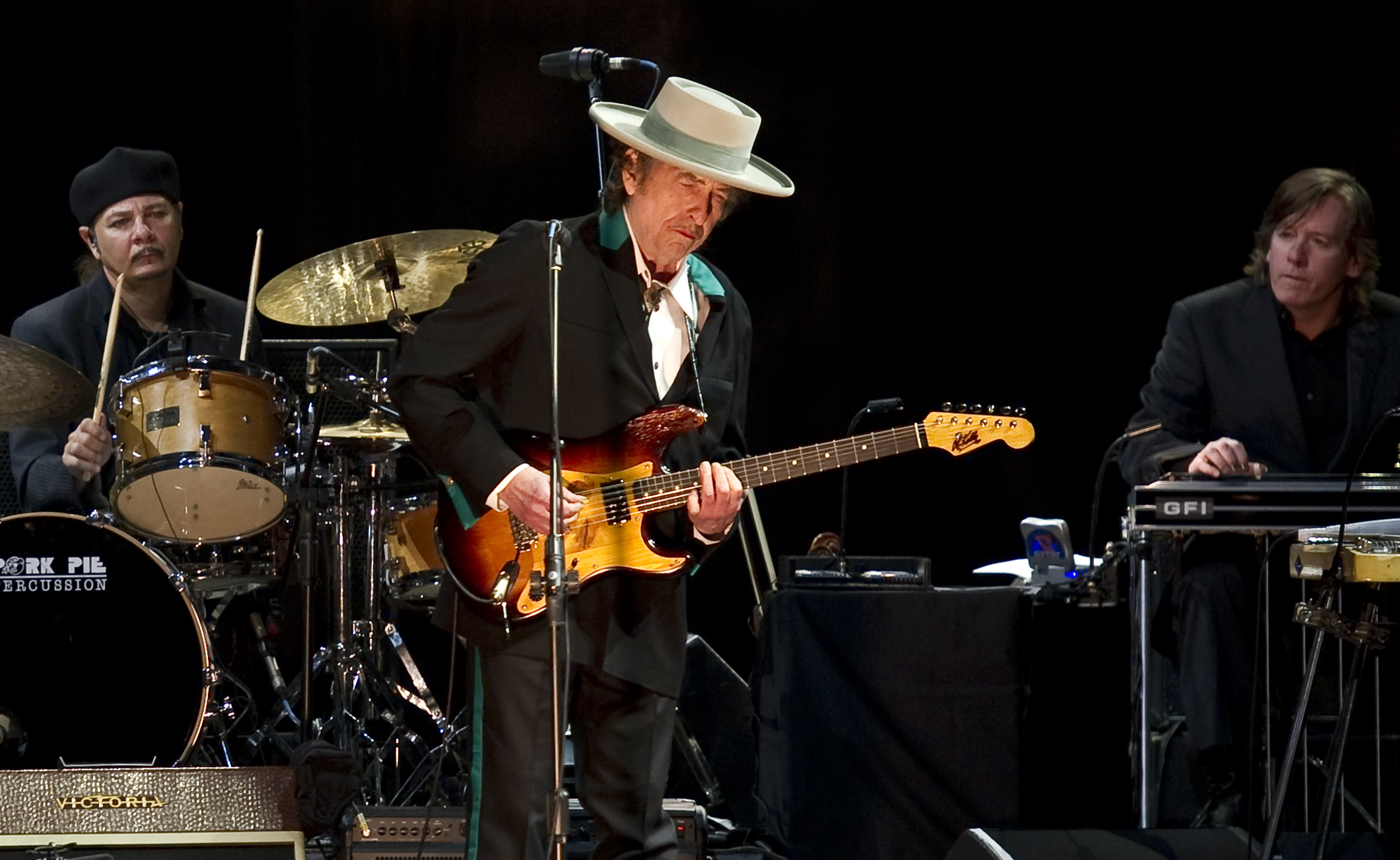 American music legend Bob Dylan (C) performs on stage during his concert in Shanghai on April 8, 2011. Counter-culture legend