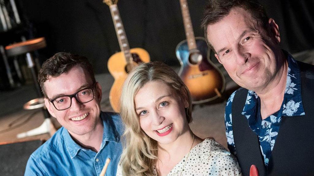 Foodblogger Anna König und Holger Wenzel mit Musiker Michy Reincke