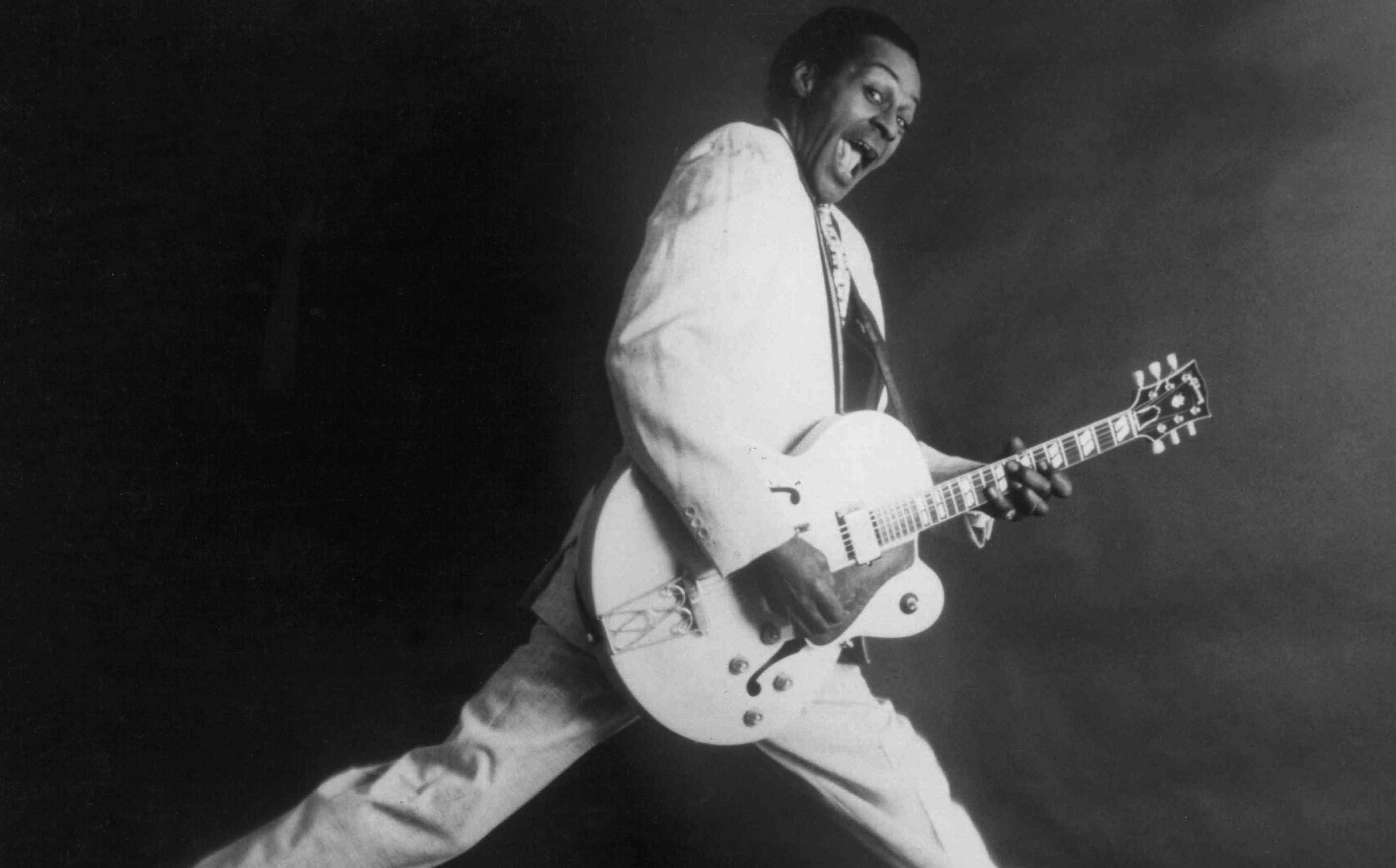 Chuck Berry in einer seiner vielen Rockstar-Posen