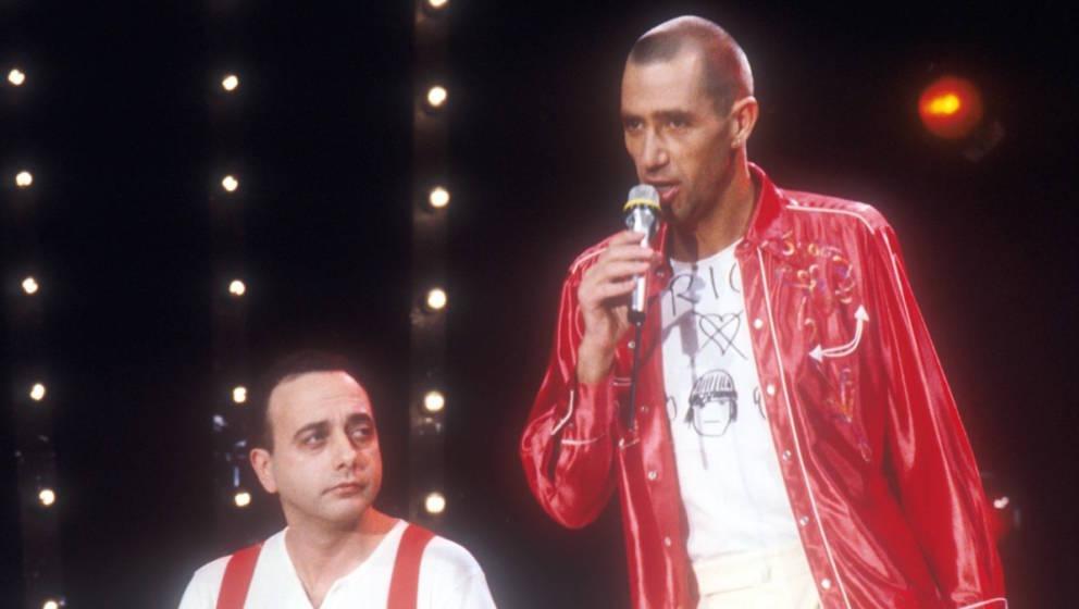 Peter Behrens, Stephan Remmler: (Musikgruppe 'Trio') (v.li.n.re.), Show: 'Menschen 82', 15.12.1982, Musiker, Auftritt, Bühne