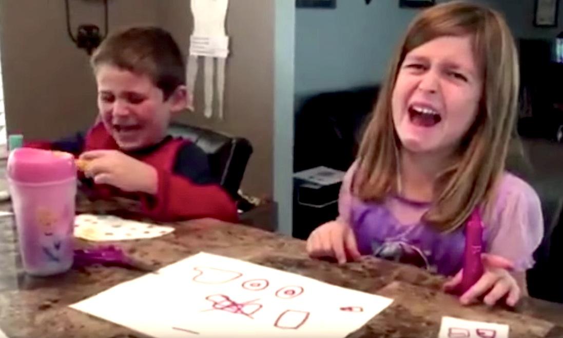 Kinder reagieren auf weggenommene Süßigkeiten zu Halloween