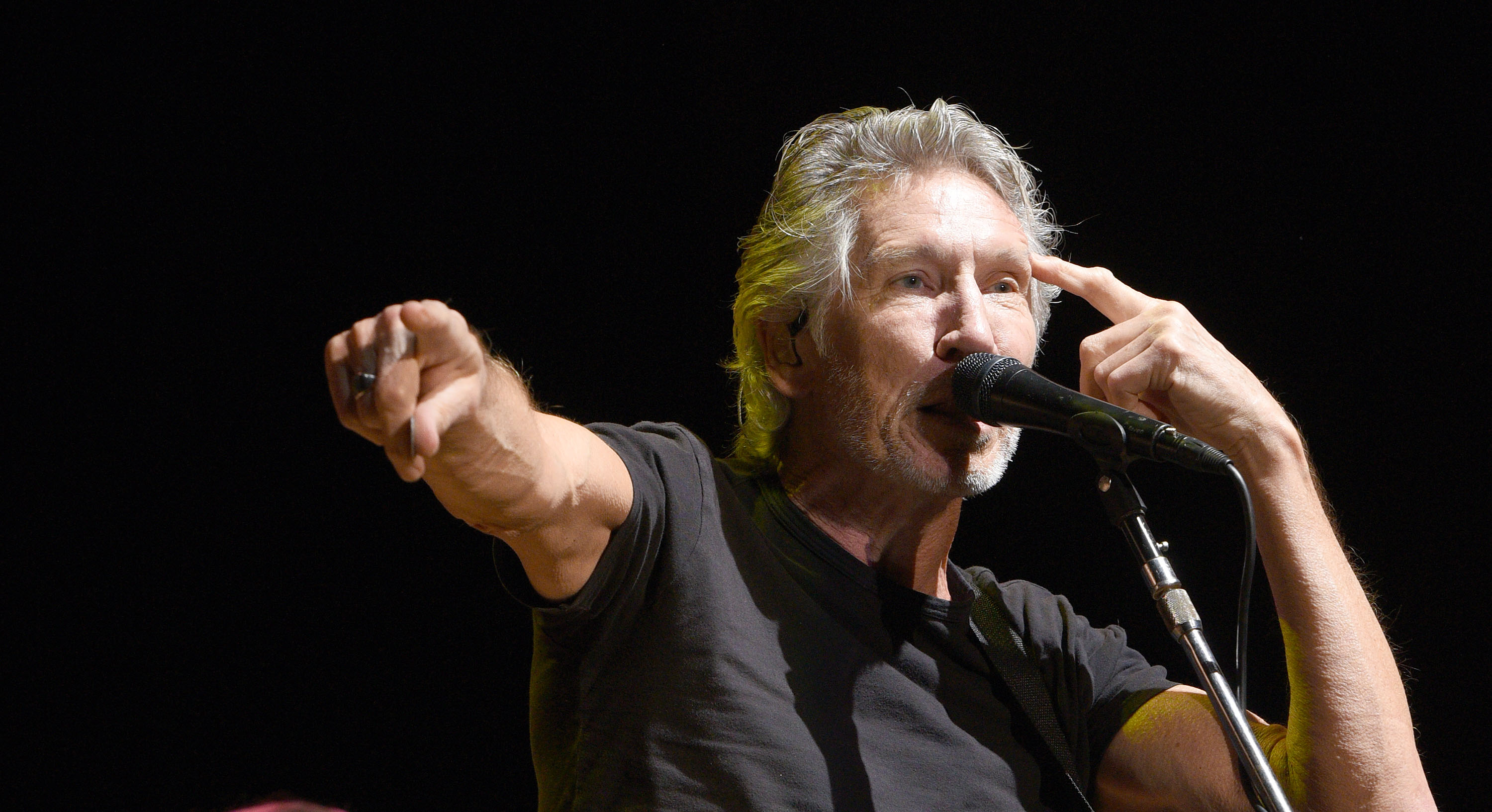 MOUNTAIN VIEW, CA - OCTOBER 23:  Roger Waters performs during the 30th Anniversary Bridge School Benefit Concert at Shoreline
