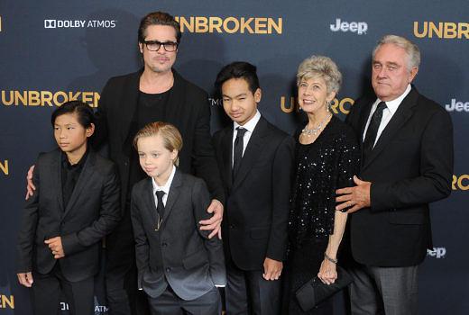Brad Pitt mit Pax, Shiloh und Maddox (v.l.) in Hollywood im Dezember 2014