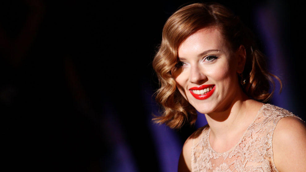MILAN, ITALY - SEPTEMBER 25:  Actress Scarlett Johansson attends the Dolce & Gabbana Spring/Summer 2012 fashion show as p