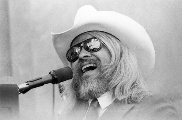 BERKELEY, CA - SEPTEMBER 1977:  Leon Russell performs at the Greek Theater on September 4, 1977 in Berkeley, California.  (Ph