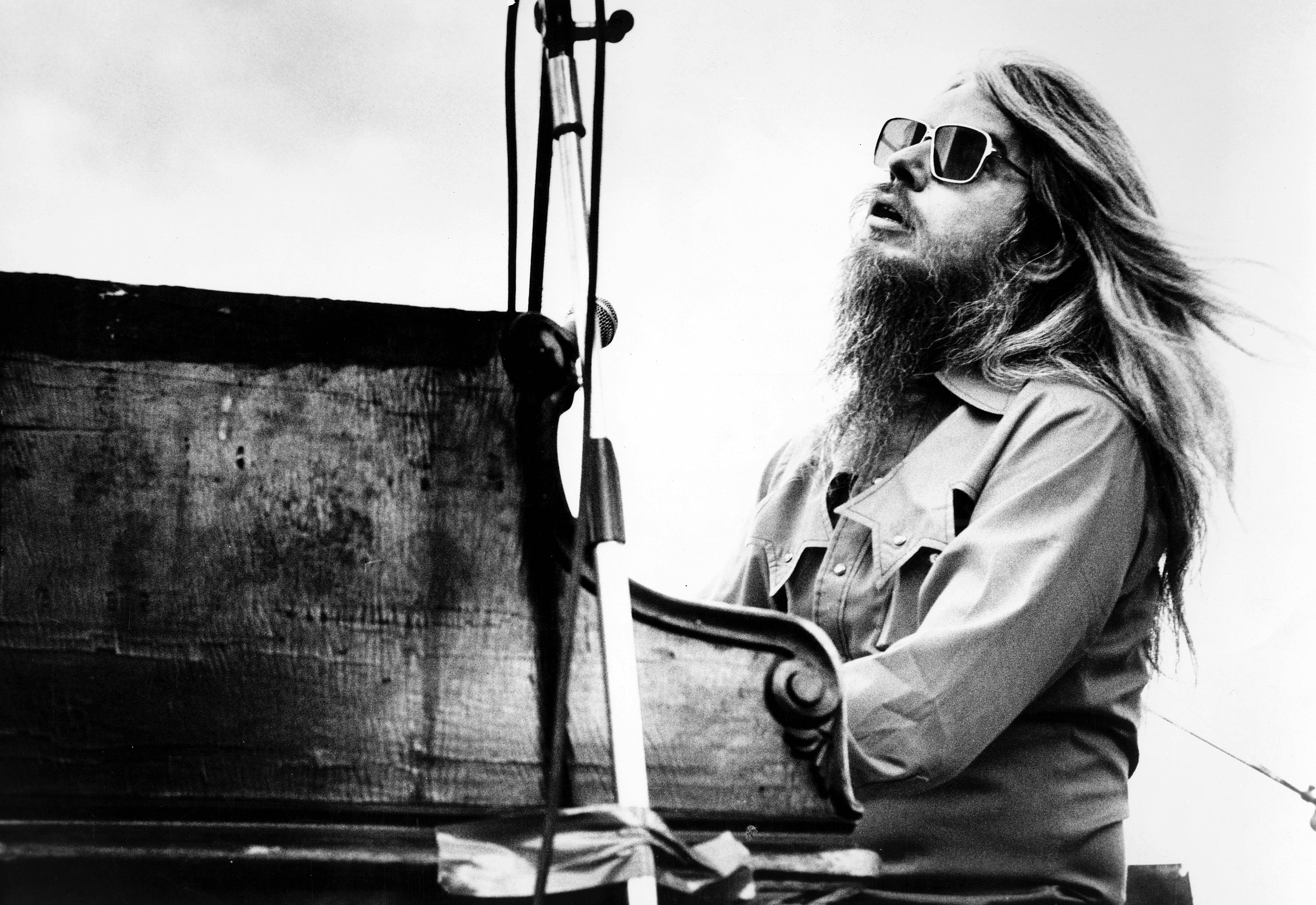 Leon Russell (* 2. April 1942 in Lawton, Oklahoma; † 13. November 2016 in Nashville, Tennessee)