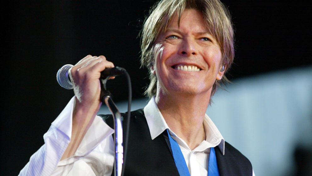 """Plante Davide Bowie vor seinem Tod eine """"Blackstar""""-Tour? Jonathan Barnbook, der Designer des """"Blackstar""""-Artworks sagt, dass er mit dem Star über diese Möglichkeit gesprochen hat."""
