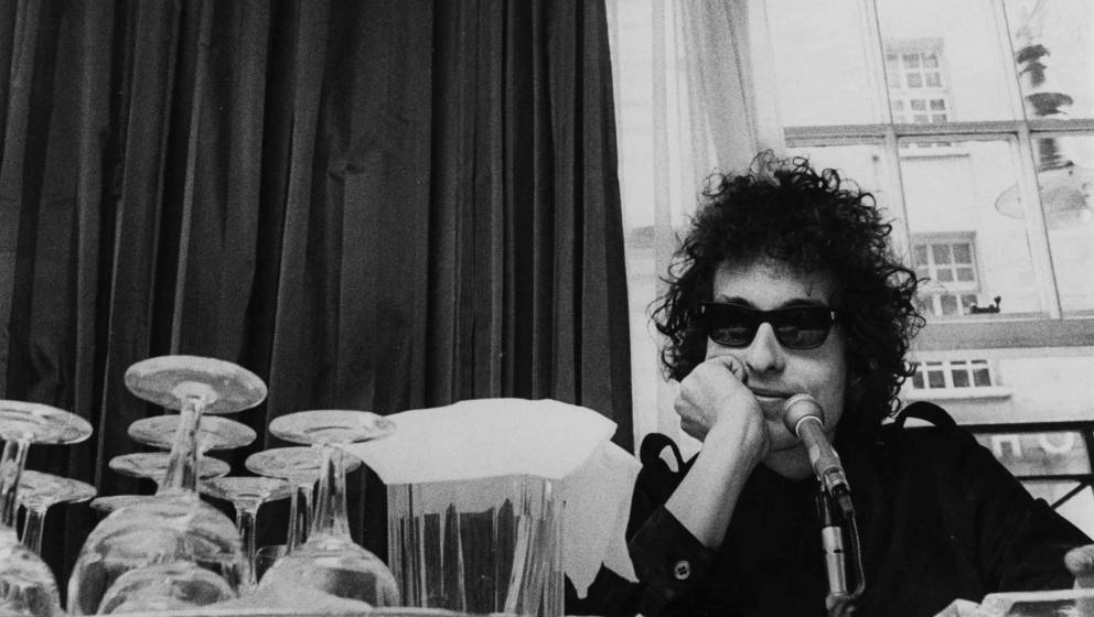 UNITED KINGDOM - MAY 01:  Photo of Bob DYLAN; posed at press conference at The Savoy  (Photo by Fiona Adams/Redferns)