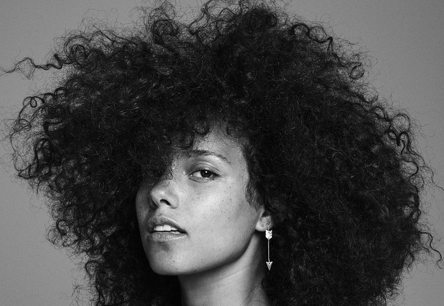 Alicia Keys zeigt sich unverstellt und mit wallender Mähne