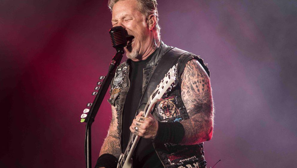 James Hetfield, der Sänger von Metallica, im Volleinsatz