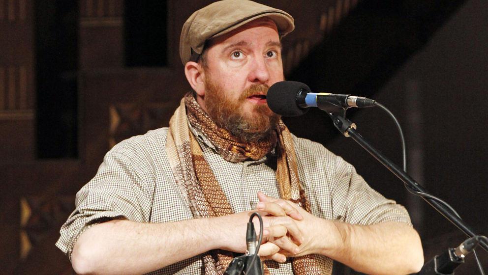 Stephin Merritt, der Sänger von The Magnetic Fields, bei einem Konzert in Berlin