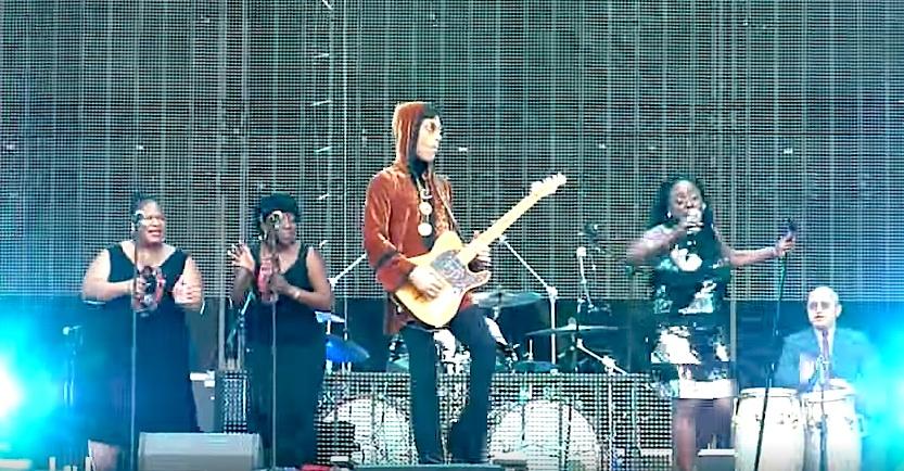 Prince auf der Bühne mit Sharon Jones und den Dap-Kings