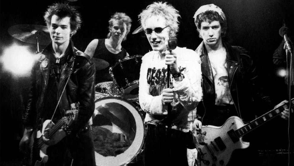 UNITED KINGDOM - JUNE 01:  Photo of SEX PISTOLS; Group portrait on the set of the Pretty Vacant video shoot L-R Sid Vicious,