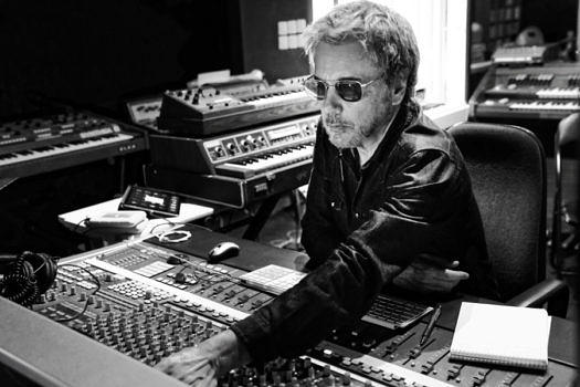 jean-michel-jarre-o3-02-studio-photocredit-louis-hallonet-px900