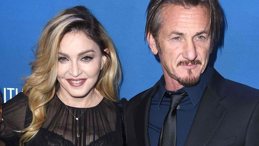 BEVERLY HILLS, CA - JANUARY 09:  Madonna and Sean Penn arrives at the 5th Annual Sean Penn & Friends HELP HAITI HOME Gala