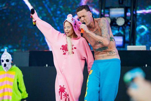 Yolandi Visser (l.) und Ninja von Die Antwoord sorgen live für abgedrehte Shows