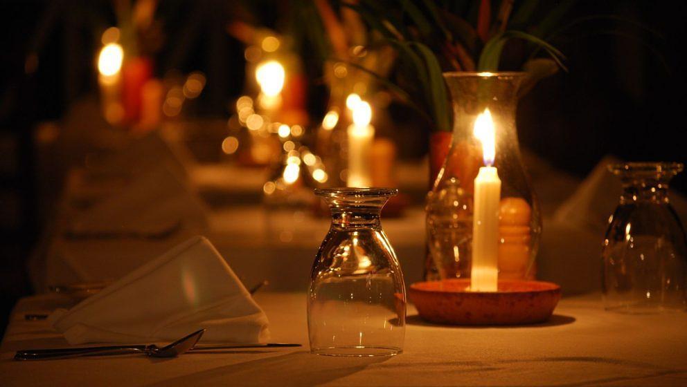 Zu Weihnachten das perfekte Geschenk: ein Candle-Light-Dinner