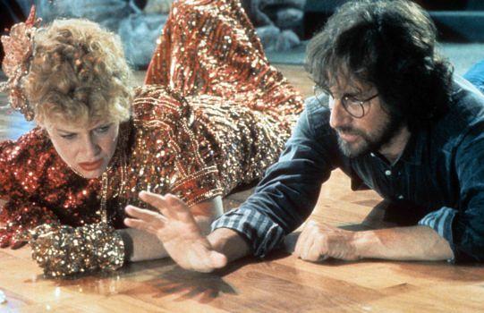 """Spielberg bei den Dreharbeiten vom """"Tempel des Todes"""", mit seiner zukünftigen Ehefrau Cate Kapshaw"""