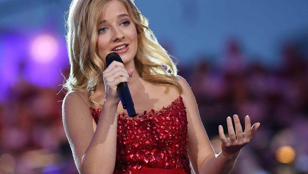 WASHINGTON, DC - JULY 04:  Classical crossover star Jackie Evancho performs at A Capitol Fourth concert at the U.S. Capitol,