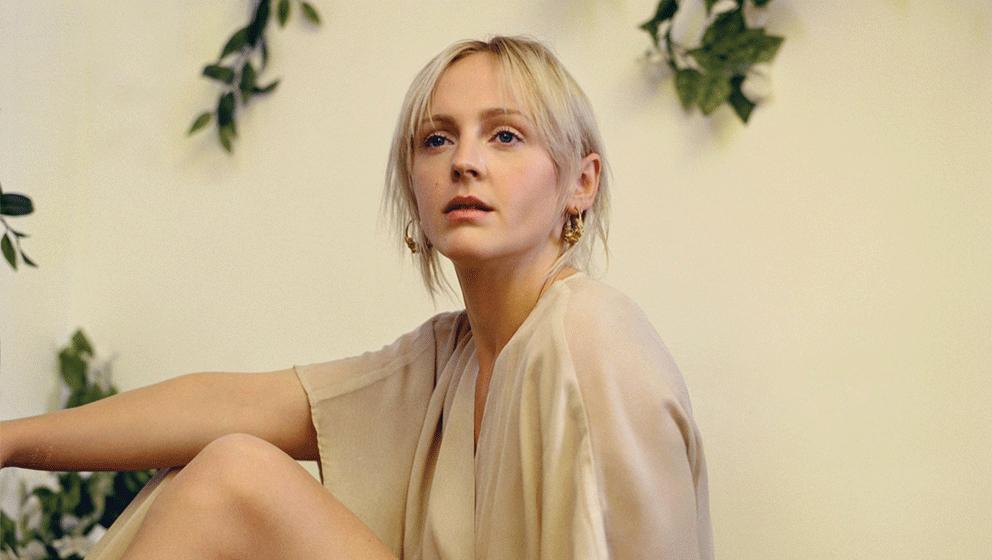 'Soothing' ist die erste Single aus 'Semper Femina', dem neuen Album von Laura Marling, das am 10. März erscheint