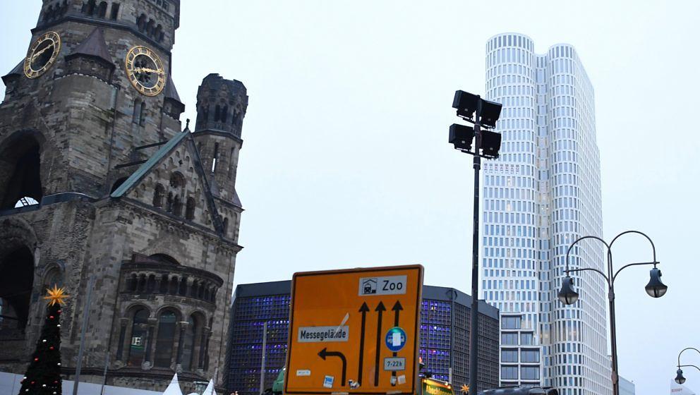 Blick auf die Gedächtniskirche am Morgen nach dem LKW-Anschlag in Berlin
