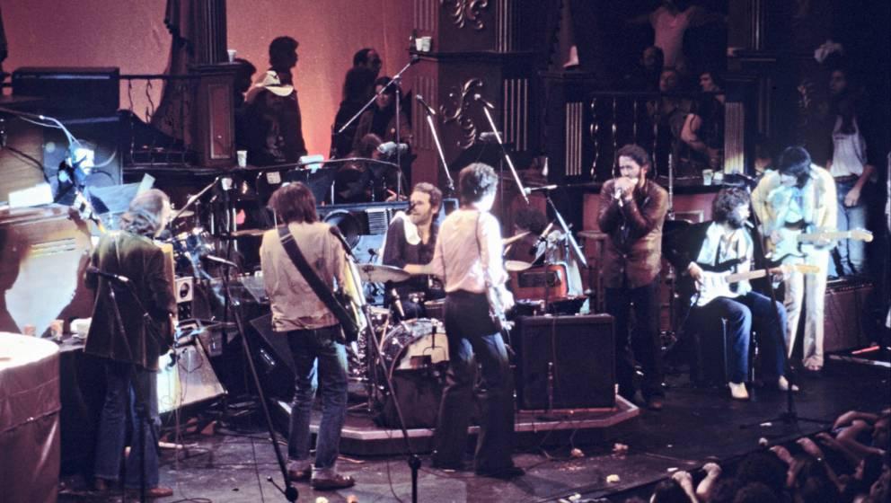 """The Band bei ihrem Abschiedskonzert, das die ganze Welt nur noch als """"The Last Waltz"""" kennt"""