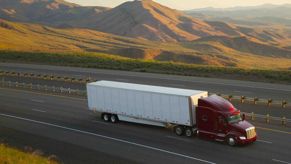 Amazon könnte recht bald Lastwagen, die von Computern gesteuert werden, auf die Straße lassen.