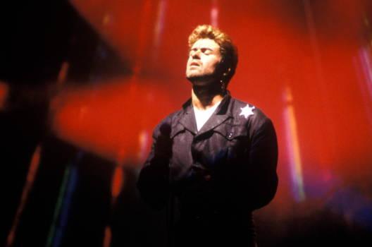 George Michael voller Ekstase bei einem Live-Auftritt im Jahr 1988