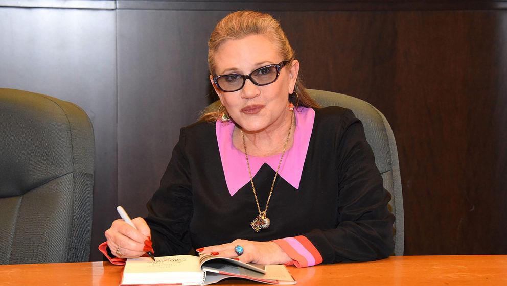 """Carrie Fisher signiert ihr Buch """"The Princess Diarist"""""""