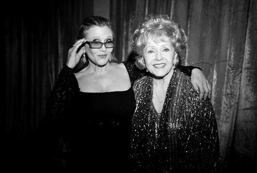 """Carrie Fisher (L) und Debbie Reynolds: HBO hat den Trailer von """"Bright Lights: Starring Carrie Fisher and Debbie Reynolds"""" veröffentlicht."""
