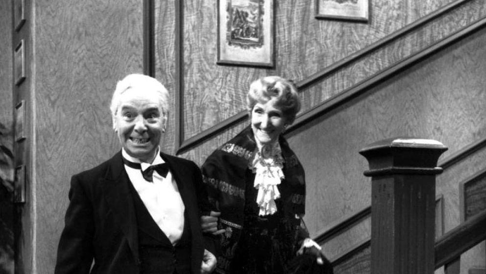 """Freddie Frinton mit seiner Partnerin May Warden in """"Dinner For One"""""""