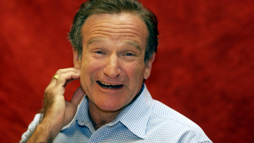 Robin Williams during 'One Hour Photo' Press Conference with Robin Williams and Michael Vartan at Park Hyatt Hotel in Century
