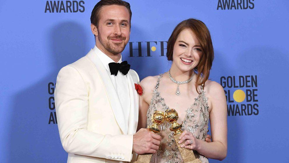 Ryan Gosling und Emma Stone präsentieren ihre Golden Globes