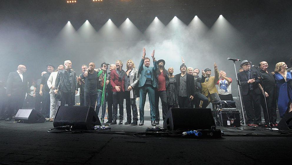 Tribute-Show in Brixton: So feierten Gary Oldman, La Roux, Simon Le Bon, Def Leppard u.v.m. David Bowies 70. Geburtstag