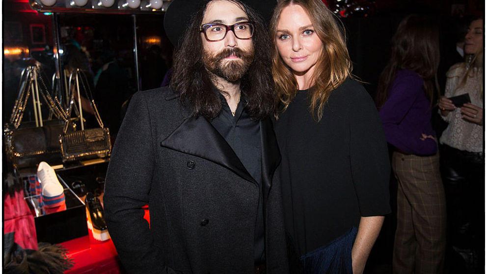 """Sean Lennon, der Sohn von John Lennon und Yoko Ono und Stella McCartney, die Tochter von Paul und Linda, McCartney posierten im """"Cotton Club"""" in New York für ein gemeinsames Foto."""