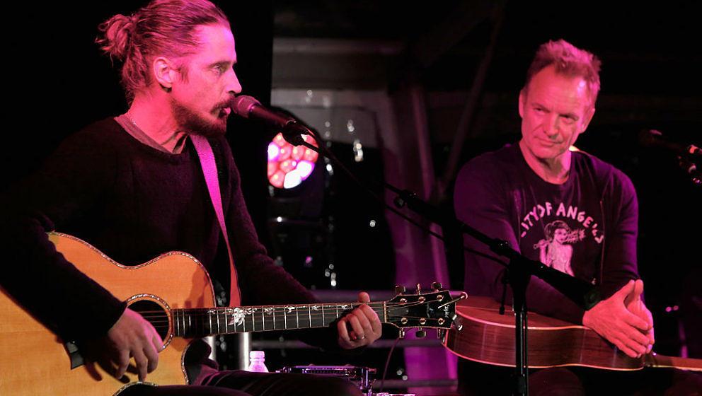 """Beim Wohltätigkeits-Event """"Rock4EB"""" haben Sting und Chris Cornell Songs von The Police, Soundgarden und Audioslave gespielt."""