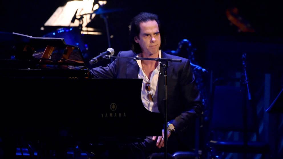 Nick Cave live am Klavier