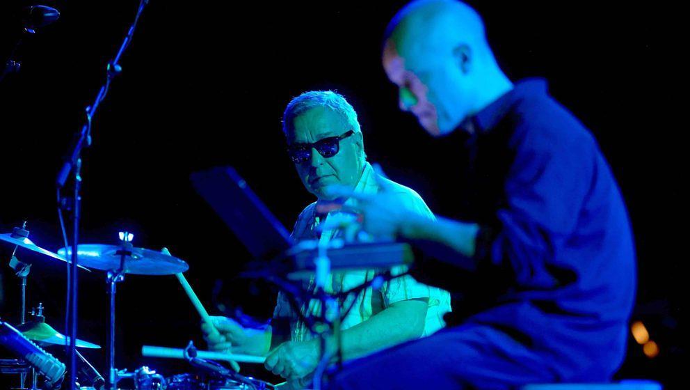 Das deutsche Duo Jaki Liebezeit (Schlagzeug) und Marcus Schmickler (r, elektronic) spielt am 08.06.2014 auf dem Moers Festiva