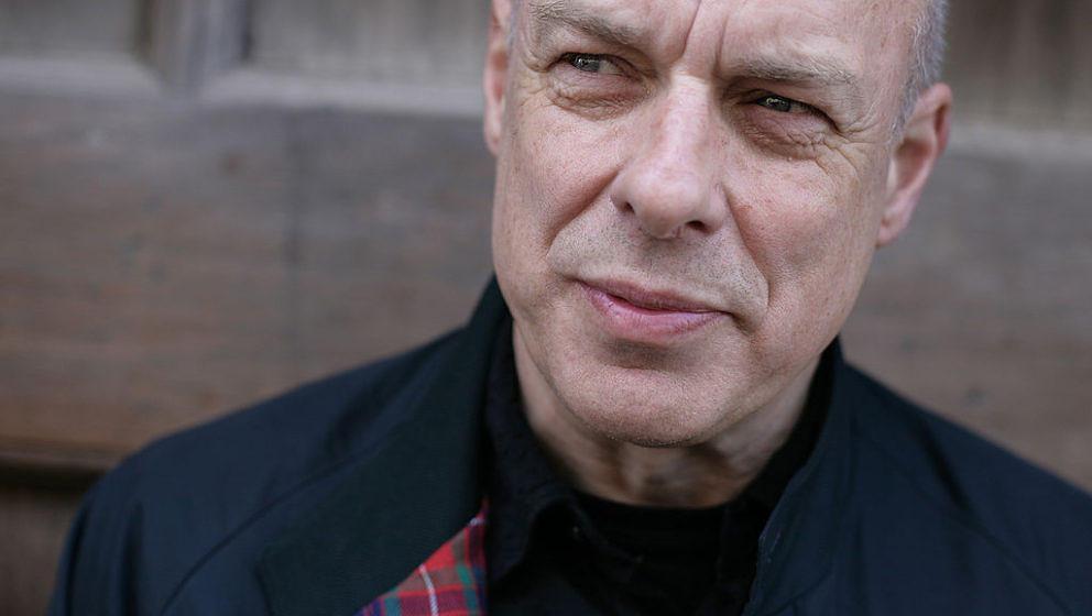 """Brian Eno zeigt sich erfreut über den neuen US-Präsidenten Donald Trump und den Brexit. Er sagt: """"Das ist genau der Arschtritt, den wir alle brauchen."""""""