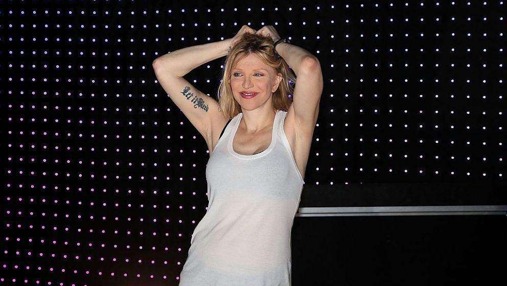 """#alternativefact: Courtney Love hat Spaß mit """"alternativen Fakten"""""""
