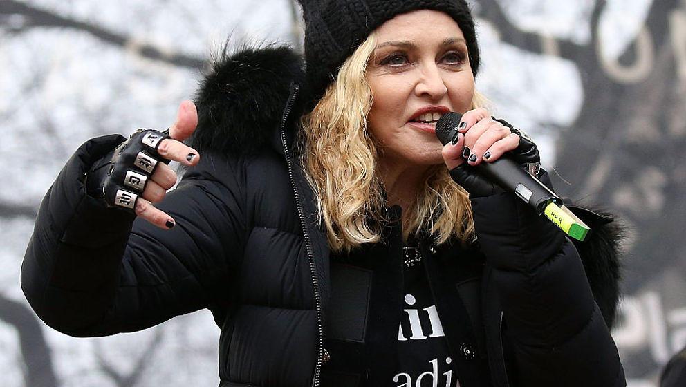 """Weil sie Trump beschimpfte, spielt ein texanischer Radiosender nun keinen Song mehr von Sängerin Madonna. Der Sender nennt das einen """"patriotischen Schritt""""."""