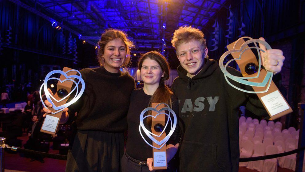 Drei ausgezeichnete Talente: Die Österreicherin Monja Art (Mitte), die Schauspielerin Elisabeth Wabitsch (links) und Schauspieler Leonard Kunz